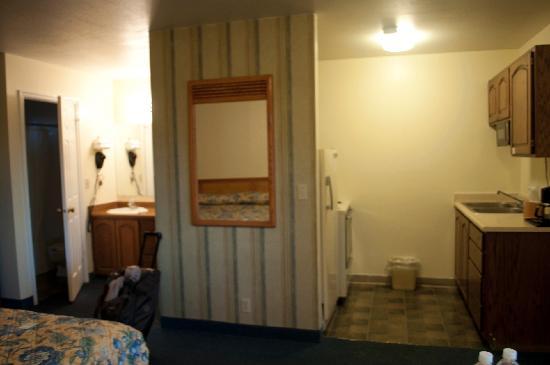 Rodeway Inn: il bagno e la cucinina