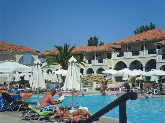 Marelen Hotel: Pool area