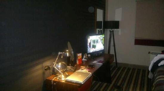 Village Hotel Blackpool: Big TV and internet....very good
