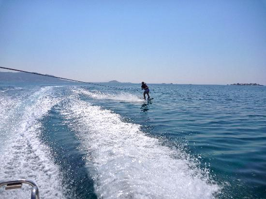 Coralli Beach Apartments: wakeboard - Plaka Beach :D