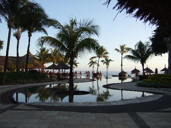 โรงแรมแอครีตาอาวารีกอล์ฟแอนด์สปารีสอร์ท: View from near our room of the sun downers club at infinity blue