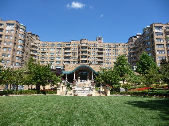 garden view from terrace picture of omni shoreham hotel. Black Bedroom Furniture Sets. Home Design Ideas
