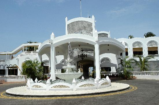 Kunduchi Beach Hotel Review