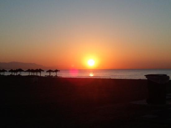 Hotel Puente Real: wunderschön. Sonnenaufgang um ca 8.00 Uhr