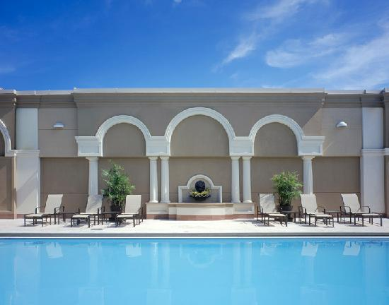 Hyatt Regency Jacksonville Riverfront: Enjoy the day at our rooftop pool!  Enjoy a fabulous view of the St. John's River