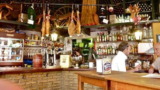 Bar Alfalfa : Great space - but small