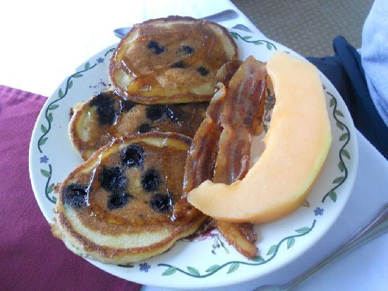 The Inn at Elk River: Wonderful Pancake Breakfast