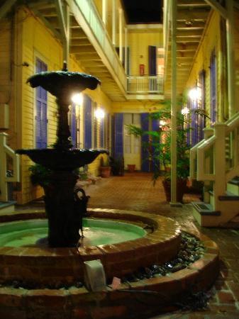Andrew Jackson Hotel: Better rooms line the charming courtyard