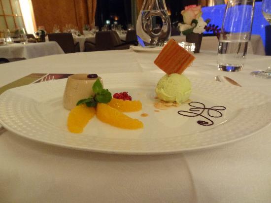 โรงแรมอาร์ทเดโก มอนทาน่าลูเซิร์น: one of the desserts!