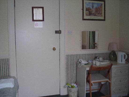 Ardmillan Hotel : Door into corridor