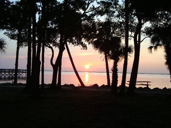 ‪‪Manatee Hammock Campground‬: Sunrise‬
