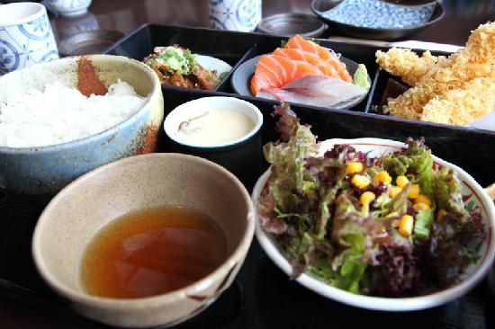 Ka Ma Do Japanese Restaurant: Typical lunch set