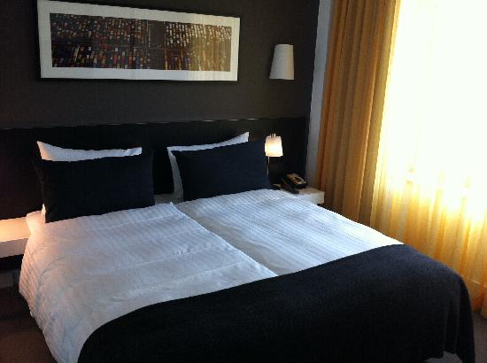 Adina Apartment Hotel Berlin Hackescher Markt: habitacion