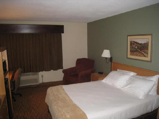 Ramada Spirit Lake/Okoboji: The room I had on the second visit. THis bed didn't have the soft topper pad like the first room