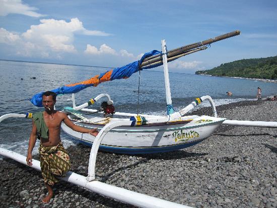 Baliku Dive Resort: Snorkeling with a local man