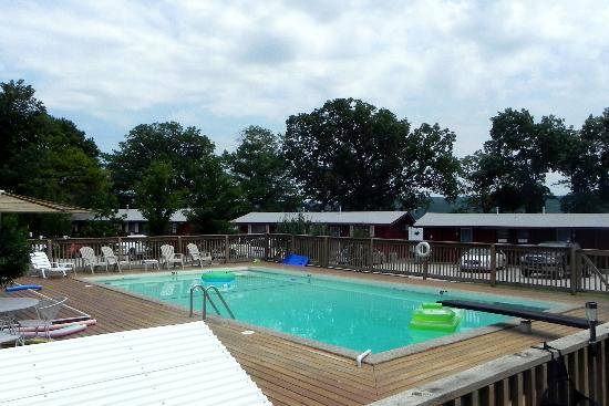 Happy Hollow Resort: Pool -  new one coming & HOT TUB!!