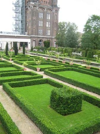 Villa Augustus: garden