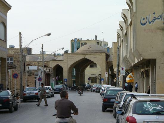 Isfahan Traditional Hotel: Half way to hotel