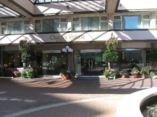 Chateau Victoria Hotel and Suites: Hotel entrance