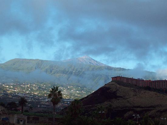 diverhotel Tenerife Spa & Garden : El Teide desde la habitación