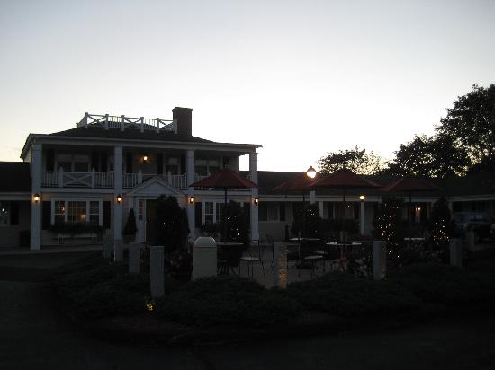 The Port Inn: Front of the inn at sunset