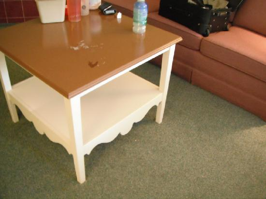 Dundee Resort & Golf Club: dated furniture and colours
