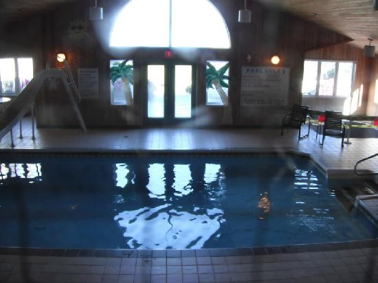 Dundee Resort & Golf Club: pool with hot tub area blocked off