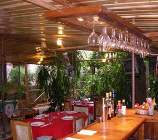 Las Marias Restaurant & Grill: Vista desde el Bar