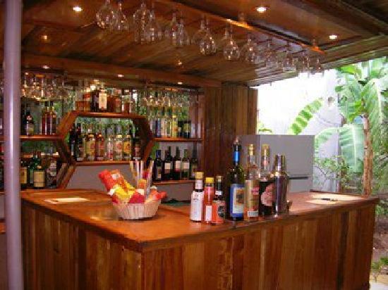 Las Marias Restaurant & Grill: Vista del Bar