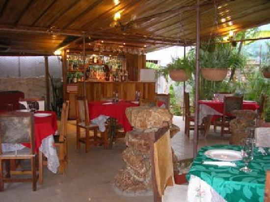 Las Marias Restaurant & Grill: Salón