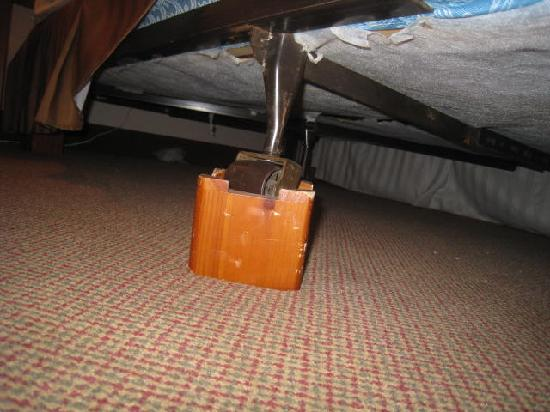 Ramada Bismarck: View of the potential toe breaker luking under the beds.