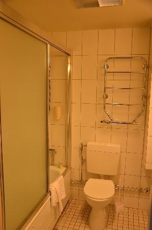 Hotel Allen : Bathroom