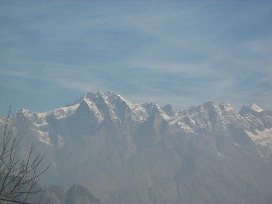 Auli, India: view of the hills