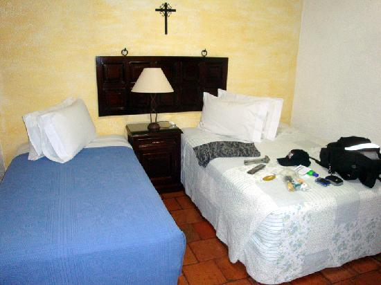 Casa Florencia Hotel: Two beds clean and comfortable.