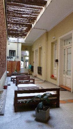 Gurda Tango Boutique Hotel: Courtyard closer to the lobby