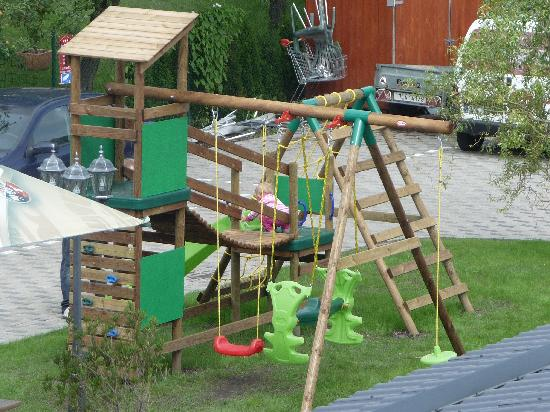 Pytloun Travel Hotel : Playground and parking