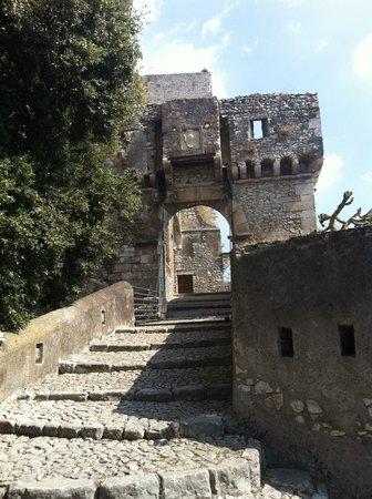 Сермонета, Италия: Ingresso principale con ponte levatoio
