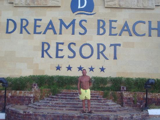 Dreams Beach Resort: the front of the hotel