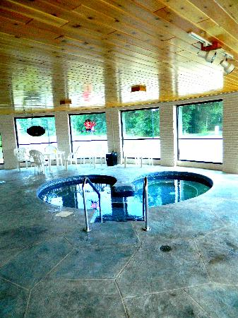 Ambers Hideaway: Hot tub room