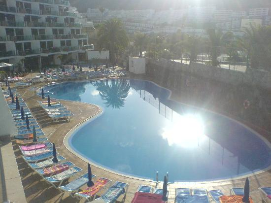 Hotel Revoli: Get your sun bed early 9am