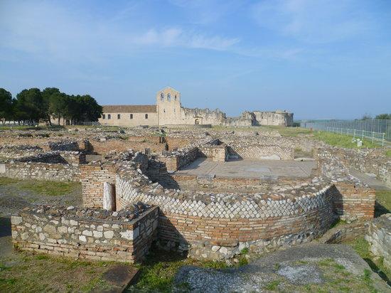 Venosa, Italy: parco archeologico