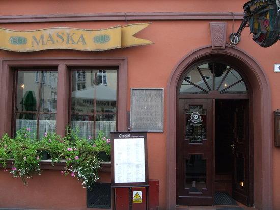 Maska Pub: Exterior