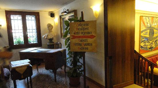 Hotel Ala - Historical Places of Italy: Going to breakfast