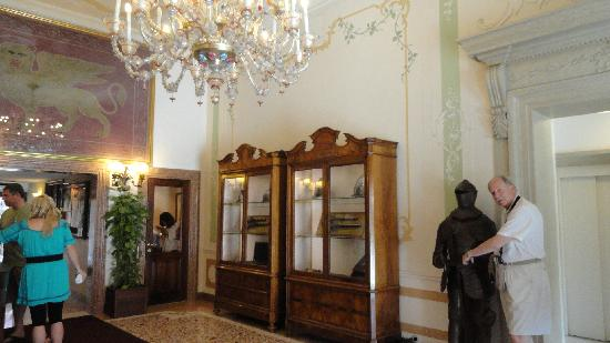 Hotel Ala - Historical Places of Italy: at the lobby