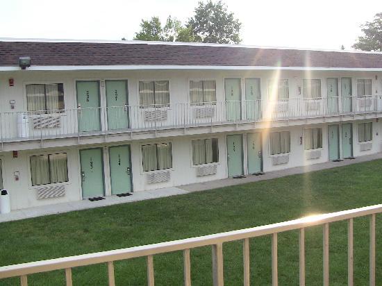 Motel 6 Washington DC SE - Camp Springs : vista interna del cortile 2