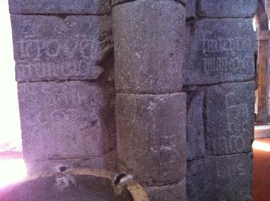 Cattedrale di Santa Maria Assunta : Antiche iscrizioni