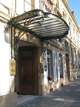 Hotel de Paris: Main entrance