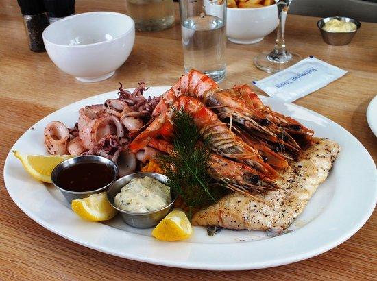 Fisherman's Cottage: Die Fischplatte war die ideale Ergänzung zur Fischsuppe - auch hungrige Gäste dürften danach zuf