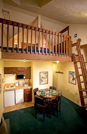 Alpine Village Suites: Loft Suite