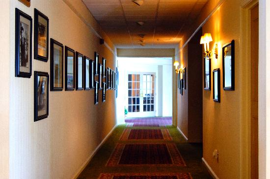 The Governors House Hotel & Convention Center: Historic Hallway